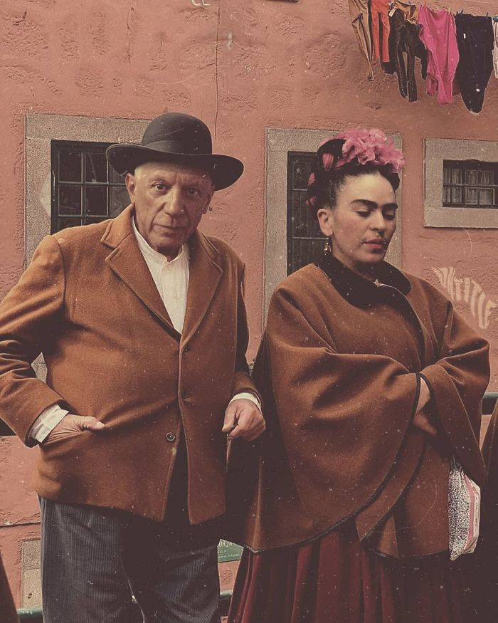 Frida_Kahlo_And_Pablo_Picasso_source_untitled.save_5d10bef46d504-classical-art-real-life-hipster-social-media-influencer-29-5d0c84e9f15fd__700.jpg