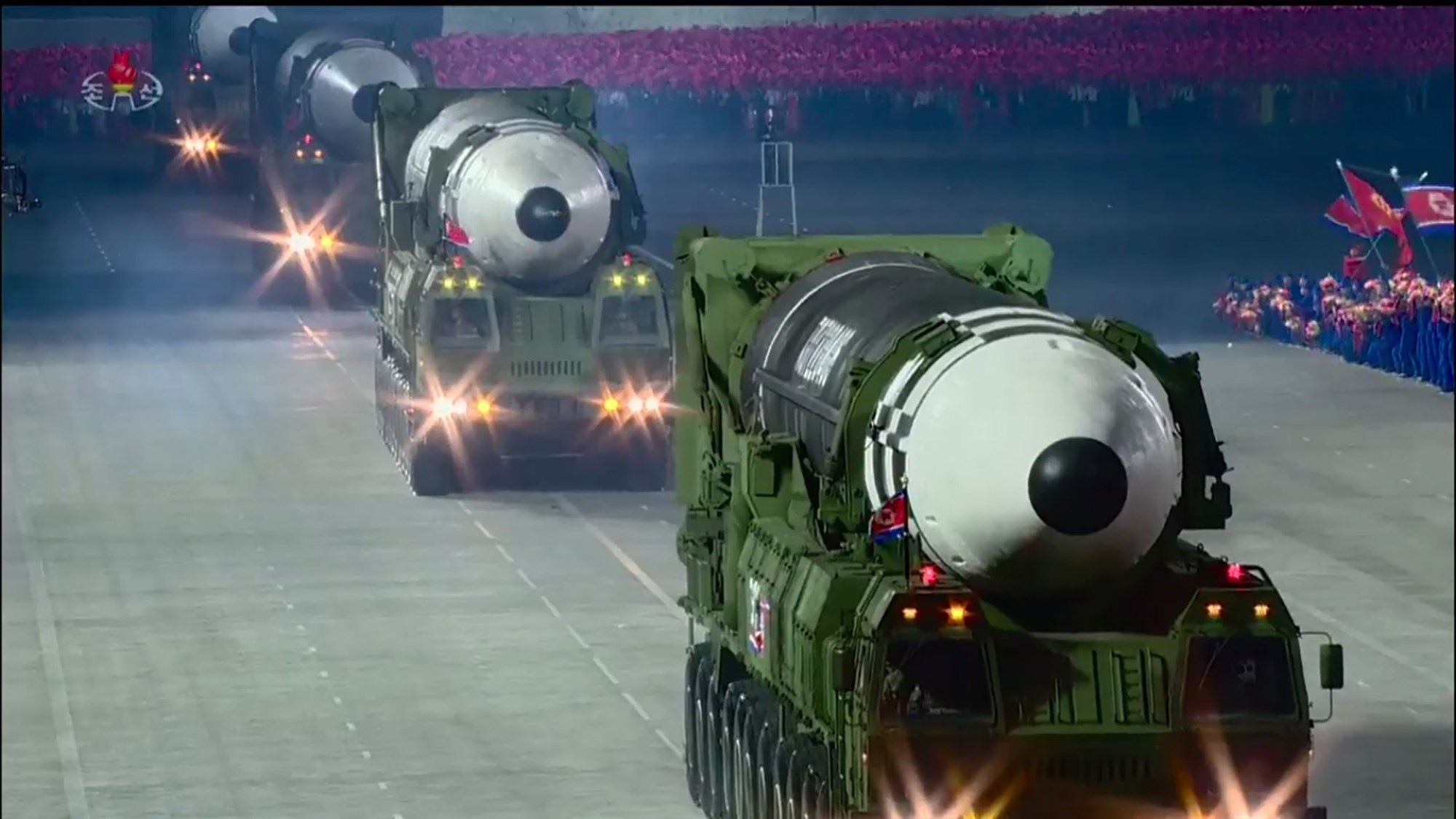 Hwasong_15_intercontinental_ballistic_missiles_foto_from_joseon_tv_2020_10.jpg